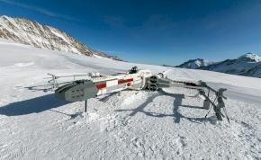 A Lego életnagyságú X-szárnyút épített az Alpokban – videó