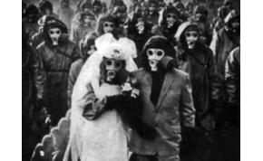 Egy sziget, ahol még az esküvőket is gázmaszkban tartják – videó