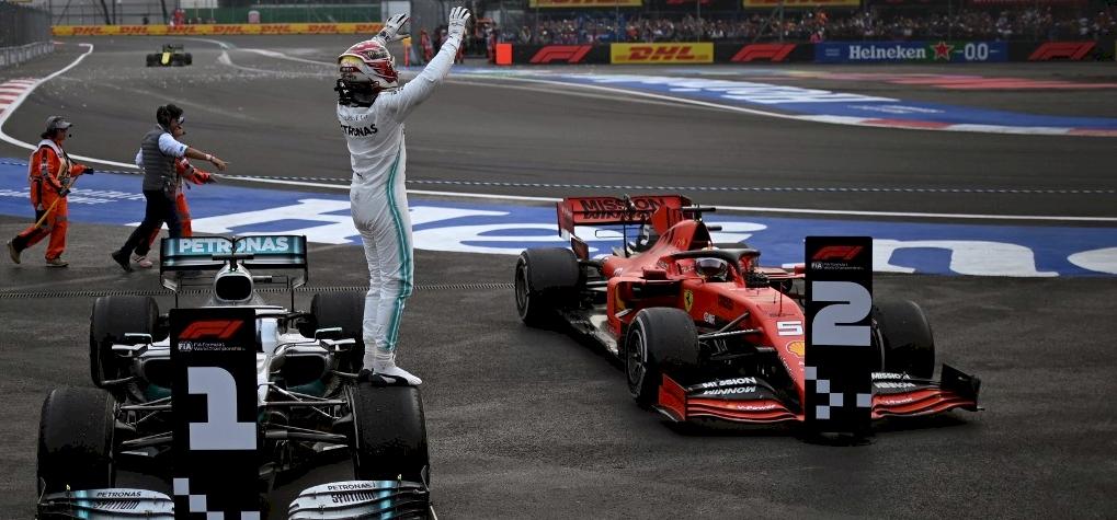 Lewis Hamilton elcsente a Ferrarik elől a mexikói futamgyőzelmet – galéria
