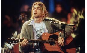 Elkelt Kurt Cobain gitárja és kardigánja
