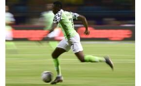 Diákok álmait támogatja a nigériai válogatott focista