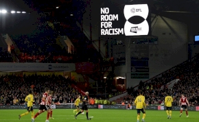 Egy percre megáll a profi futballélet Hollandiában – ez az oka