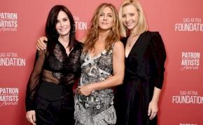 Jennifer Aniston megviccelte egyik híres vendégét Hálaadás estéjén – videó