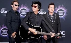 A Green Day készített egy karácsonyi dalt