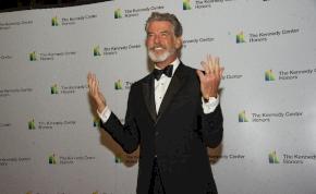 Pierce Brosnan szerepet kapott az új Hamupipőkében