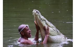 23 évig élt együtt imádott krokodiljával, általában együtt fürödtek – videó