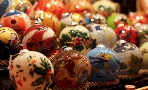 Így készül az üveg karácsonyfadísz – videó