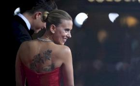 Golden Globe: Scarlett Johansson megmutatta az ikreket, míg Jennifer Lopez becsomagolta magát