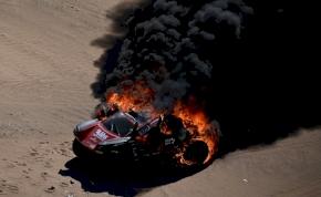 Elrajtolt a 2020-as Dakar Rally, már az első szakaszon porig égett az egyik autó
