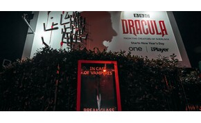 Hátborzongató utcai reklámmal hirdetik az új Drakula-filmet – videó