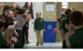 Legyőzte a rákot egy hatéves kisfiú, iskolatársai ünnepelték – videó