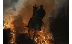 Ezért lovagolnak tűzben a spanyolok, az állatvédők ellenzik a furcsa hagyományt