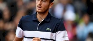 A labdaszedővel akarta meghámoztatni banánját a teniszező – videó