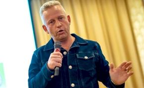 Schobert Norbi: Ti adjátok a számba ezeket a szavakat, én ezeket nem mondtam – videó