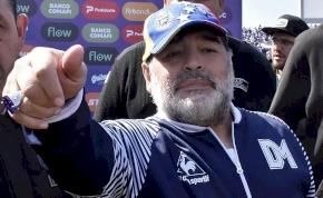 Trónon ülve irányítja csapatát Maradona – fotó