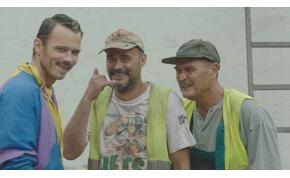 A mi kis falunk új bakiparádéjától dőlni fogsz a nevetéstől - videó