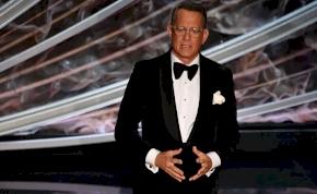 Tom Hanks lenyomott pár fekvőtámaszt az Oscar előtt – videó