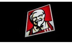 Ki ez a bácsi a KFC logóján? Mi köze a sültcsirkéhez?