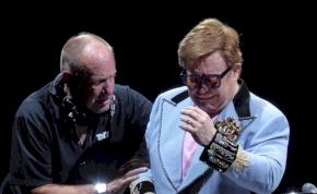 Elton John sírva hagyta el a színpadot, félbeszakította a koncertjét