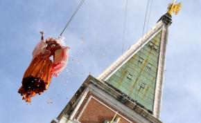 """Velencei karnevál: ilyen volt az idei """"angyalreptetés"""" – videó"""