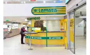 Jön a rekordnyeremény az ötösön, özönlenek az emberek a lottózókba