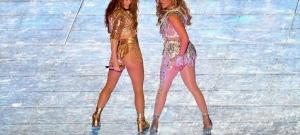 A nézők szerint túl szexi volt Shakira és Jennifer Lopez koncertje