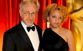 Letartóztatták Steven Spielberg pornózni készülő lányát