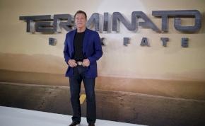 Tízmillió dollárra perli a robot Schwarzeneggert az igazi