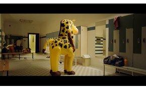 Az idióták lenyűgözőek – állítja a Fanta új reklámja