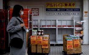 Koronavírus: Japánban megátkozzák, aki WC-papírt lop
