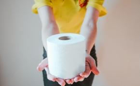 Koronavírus-pánik: kilopták a WC-papírt egy vak vásárló kosarából
