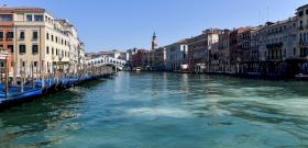 Olaszország annyira kitisztult, hogy a delfinek is visszatértek – videó