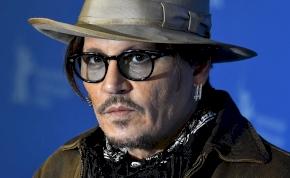Johnny Depp dühében levágta a saját ujjpercét?