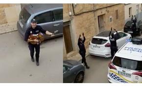 Zene és tánc – így vidítják fel az embereket a rendőrök