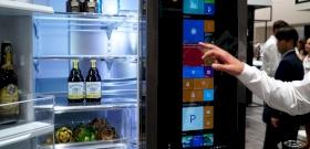 Élet a karanténban: káromkodó hűtő mutat rá a csúf igazságra – videó