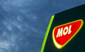 A MOL is nekiállt kézfertőtlenítőt gyártani – mutatjuk a részleteket