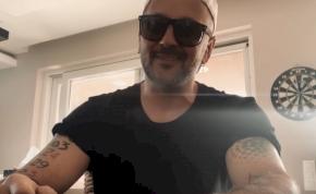 Megérkezett Majka karanténslágere, amihez otthonról csinált videót