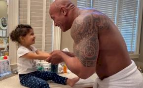 Szupercuki: Dwayne Johnson rappelve tanítja a kislányát kezet mosni – videó