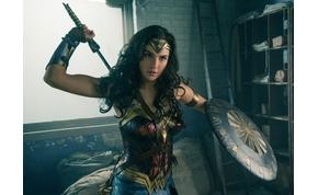 Bizony megtörtént: Wonder Woman meztelenre vetkőzött