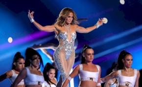 Pocsék vagy zseniális? Szívecskés ruhába bújt Jennifer Lopez