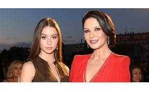 Catherine Zeta-Jones 17 éves lánya még az anyjánál is szebb? – videó