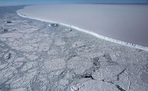 Töredezni kezdett a világ legnagyobb jéghegye – videó