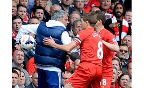 Hat éves Steven Gerrard elcsúszása, ami a Liverpool bajnoki címébe került – videó