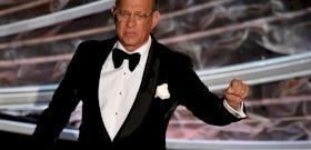 Tom Hanks és felesége a vérükkel segítenek a koronavírusosokon
