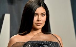 Le fog esni az állad Kylie Jenner bikinis fotóitól