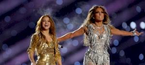 Jennifer Lopez tanította meg Shakirát az igazi fenékrázásra – videó