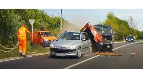 Durva baleset: centiken múlt a közútkezelő élete – videó