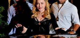 Madonna megvillantotta a fenekét