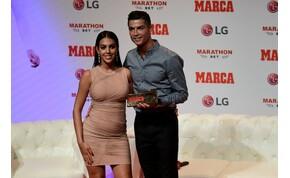 Le fog esni az állad Cristiano Ronaldo barátnőjének fenekétől