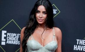 Kim Kardashian megtalálta a legapróbb, legfeszesebb ruhát a kondizáshoz